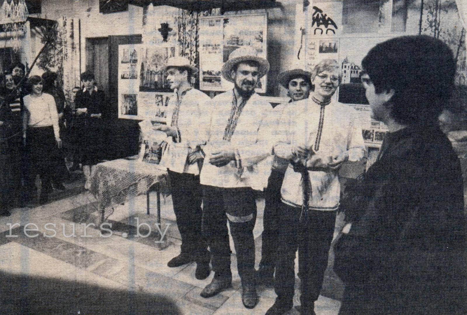 Зьлева направа: Сяржук Вітушка, Анатоль Сыс, Уладзь Бараніч, Гэнік Лойка, Віялета Ефіменка.